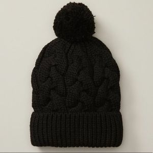 LOVE AND LORE ECO CABLE KNIT POM HAT Black